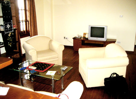 Cozy flat in a 10-floor serviced building located in the Vietnamese Fine Cuisine Food Street